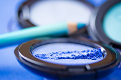 Couleurs de fard à paupières et eyeliners, produits de beauté Photo libre de droits