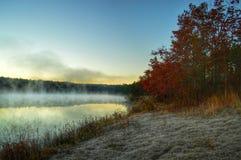 Couleurs et brouillard de début de la matinée Image libre de droits