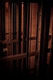 Couleurs foncées d'en d'axe d'ascenseur Image libre de droits