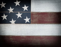 Couleurs nationales des Etats-Unis peintes sur les conseils en bois fanés avec la vignette Photo stock