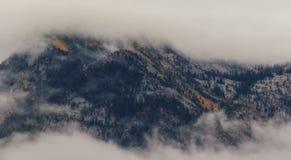Couleurs par les nuages Photographie stock libre de droits