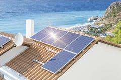 Couleurs photovoltaïques de mer du soleil de panneau solaire Images stock