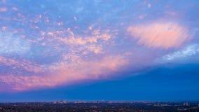 Couleurs roses douces de coucher du soleil au-dessus de la ville de Sydney Australia photos libres de droits