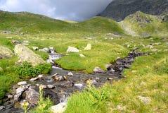 Coulez dans la montagne Photos stock