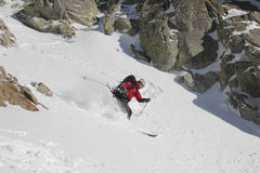 couloir的滑雪者 库存图片