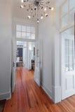 Couloir élégant d'intérieurs de maison de vintage images libres de droits