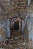 Couloir étroit dans la vieille forteresse photos stock