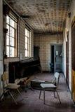 Couloir abandonné - saint abandonné Philomena School, Cleveland est, Ohio Images libres de droits