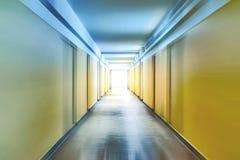 Couloir avec la tache floue de mouvement photos stock