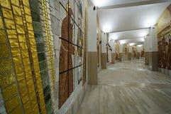 Couloir circulaire dans le sanctuaire du saint Pio images stock