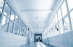 Couloir d'école Photos libres de droits
