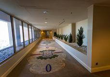 Couloir d'hôtel à Dubaï Photographie stock libre de droits