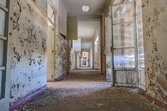 Couloir d'un bâtiment abandonné Photo libre de droits