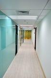 Couloir dans l'architecture d'affaires Photos stock