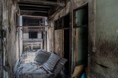Couloir dans la maison brûlée de l'intérieur Photos libres de droits