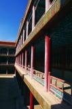 Couloir dans le monastère tibétain de bouddhisme de Chengde Photographie stock libre de droits