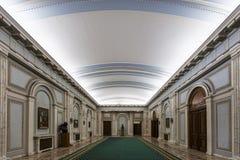 Couloir dans le palais du Parlement roumain photos libres de droits