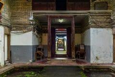 Couloir dans le village muré de Tsang Tai Uk dans les nouveaux territoires de Honk Kong photos stock