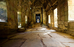 Couloir dans un temple d'Ankor Wat Image libre de droits