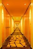 Couloir de la plate-forme 7 à bord d'AIDAsol images libres de droits