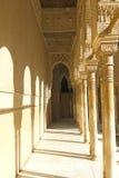 Couloir de patio de lions. Alhambra. Grenade. l'Espagne Images stock
