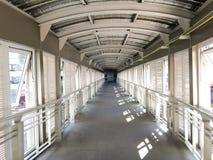 Couloir de pont dans l'hôpital Image stock