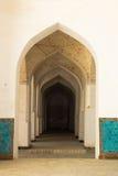 Couloir de voûte de colonnes Points de repère à Boukhara images libres de droits