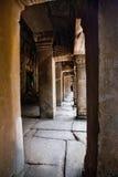 Couloir du temple de ruine des ventres Phrom, Angkor Vat, Cambodge Photographie stock libre de droits