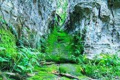 Couloir entre la roche Photographie stock libre de droits
