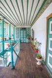 Couloir extérieur d'une vieille maison Images libres de droits