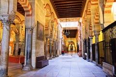 Couloir latéral, la mosquée grande à Cordoue, Espagne Photo libre de droits