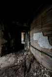 Couloir s'effondrant - hôpital et maison de repos abandonnés Photos stock