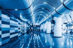 Couloir vide d'aéroport moderne à Changhaï Images libres de droits