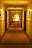 Couloir vide d'hôtel Photographie stock libre de droits