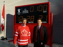 Countdown to the 2010 Winter Olympics. Photo of dignitaries in front of the official 2010 winter olympics countdown clock at the canadian embassy in washington Stock Photos
