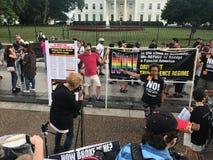 Counterprotesting unissent les 2 droits photos libres de droits