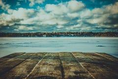 Countertop που αγνοεί τη χειμερινή λίμνη στοκ φωτογραφία με δικαίωμα ελεύθερης χρήσης