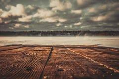 Countertop που αγνοεί τη χειμερινή λίμνη στοκ εικόνα με δικαίωμα ελεύθερης χρήσης