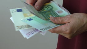 Counting euro bank notes slowly