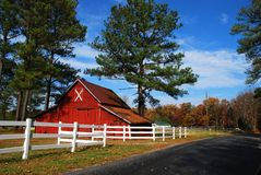 Country Barn. Old red barn along a country road in Virginia, U.S.A Royalty Free Stock Image