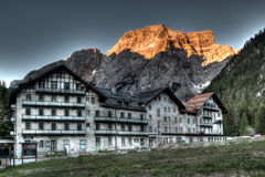 Country hotel on mountain landscape Royalty Free Stock Photos