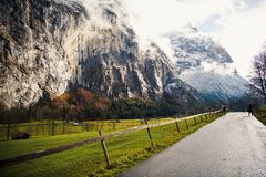 Country road through mountains Royalty Free Stock Photography
