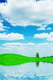 Country See und Feld Lizenzfreies Stockbild