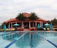 Countryklub-Swimmingpool Stockbilder