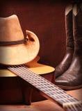 Countrymusik mit Gitarren- und Cowboykleidung Stockbilder