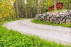 Countryroad avec un monopoliser la parole, Suède Photographie stock libre de droits