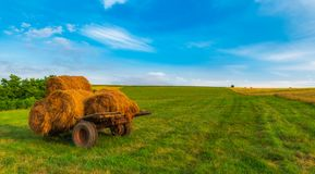 Free Countryside Agriculture Bales Of Hay Royalty Free Stock Photo - 153350115