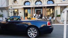 Coupé de Rolls Royce Phantom Drophead en Mónaco metrajes