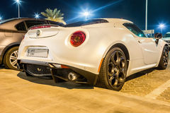 Coupé Alfa Romeos 4C in Abu Dhabi Stockbild