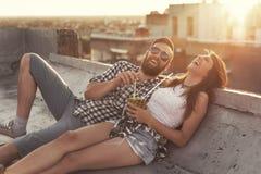Coupé auf einer Dachspitzenpartei lizenzfreie stockbilder